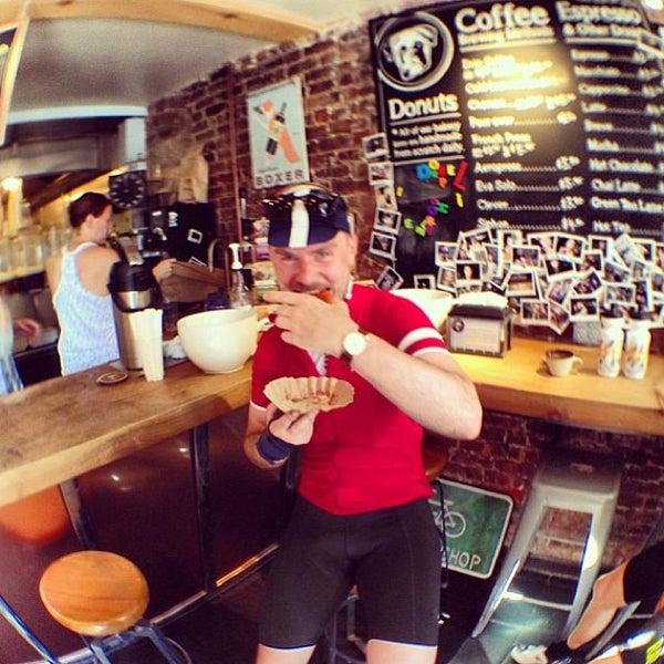 Foto scattata a Boxer Donut & Espresso Bar da David S. il 7/27/2013