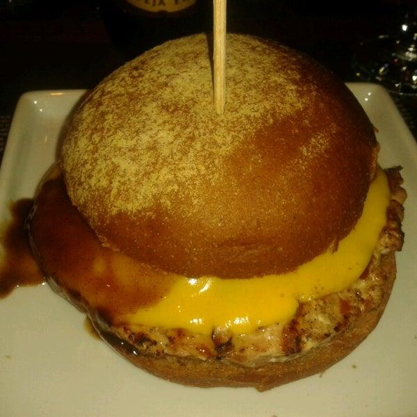 รูปภาพถ่ายที่ Paulista Burger โดย Louise W. เมื่อ 8/3/2013