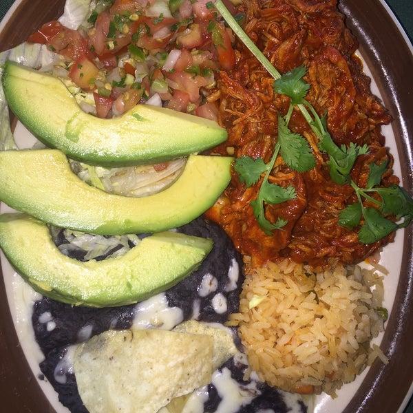 Foto tirada no(a) Javier's Gourmet Mexicano por Esther M. em 5/21/2015