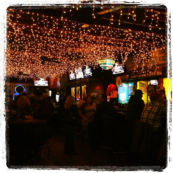 รูปภาพถ่ายที่ Lottie's Pub โดย Sharon เมื่อ 1/16/2013