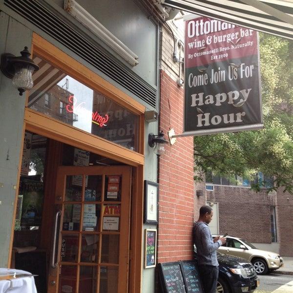 Foto diambil di Ottomanelli's Wine & Burger Bar oleh Joe M. pada 8/3/2014