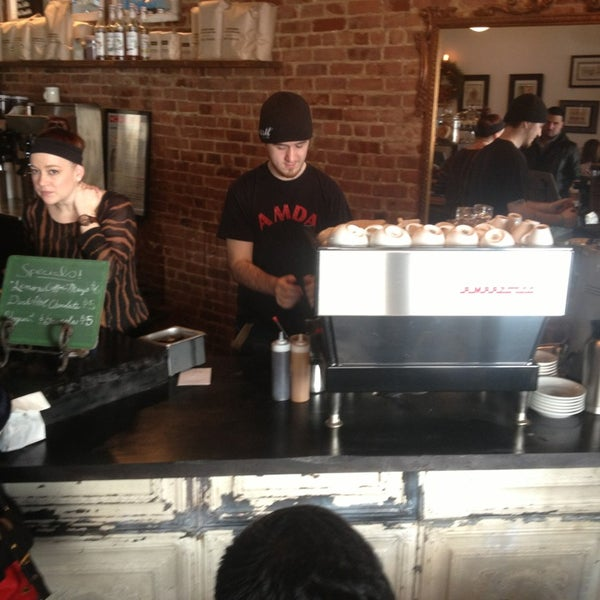 Das Foto wurde bei Lenox Coffee von Nicholas W. am 1/5/2013 aufgenommen