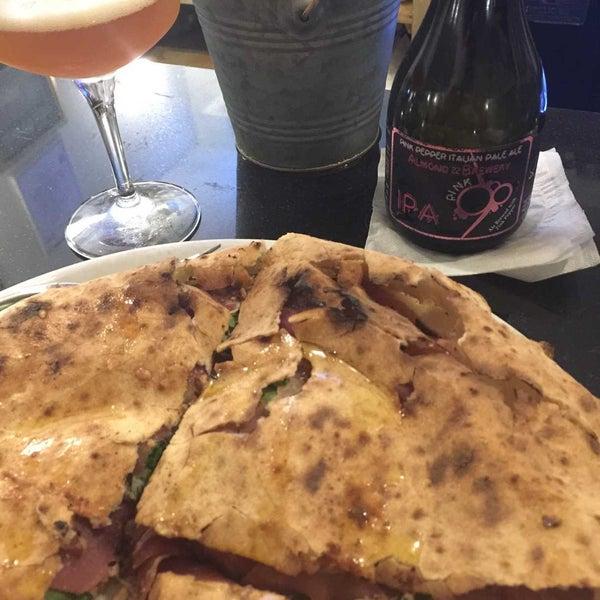 รูปภาพถ่ายที่ Sottocasa Pizzeria โดย Holden R. เมื่อ 11/4/2018