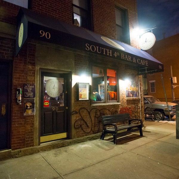รูปภาพถ่ายที่ South 4th Bar & Cafe โดย South 4th Bar & Cafe เมื่อ 1/13/2015