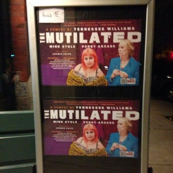 Das Foto wurde bei New Ohio Theatre von Maxamoo M. am 11/9/2013 aufgenommen
