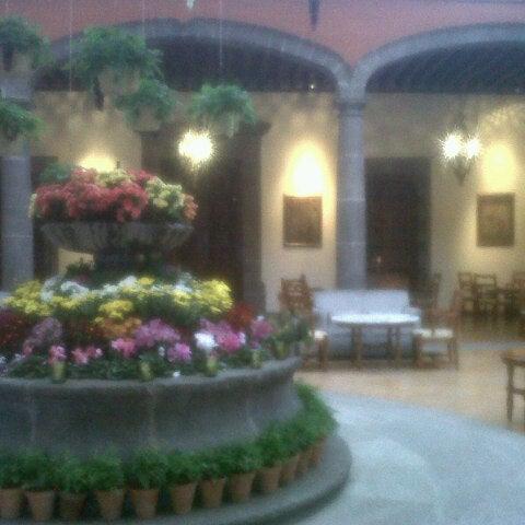 รูปภาพถ่ายที่ Hacienda de Los Morales โดย Dewards M. เมื่อ 6/15/2013