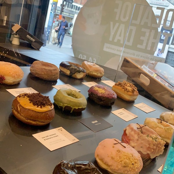 Foto diambil di Crosstown Doughnuts & Coffee oleh Sara *. pada 9/22/2019