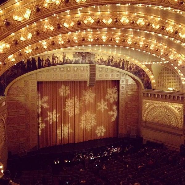 12/14/2013 tarihinde Leigh L.ziyaretçi tarafından Auditorium Theatre'de çekilen fotoğraf