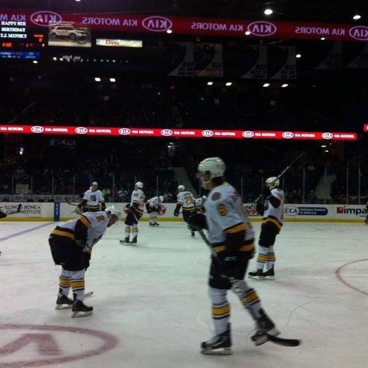 รูปภาพถ่ายที่ Allstate Arena โดย Leigh L. เมื่อ 3/30/2013