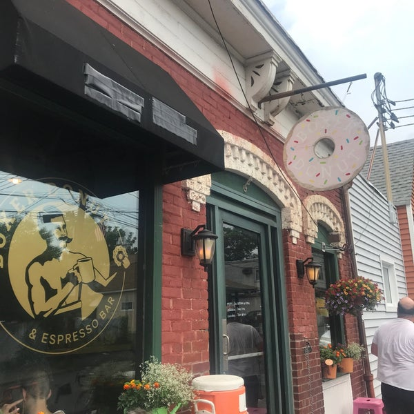 Foto scattata a Boxer Donut & Espresso Bar da Mark B. il 7/4/2018
