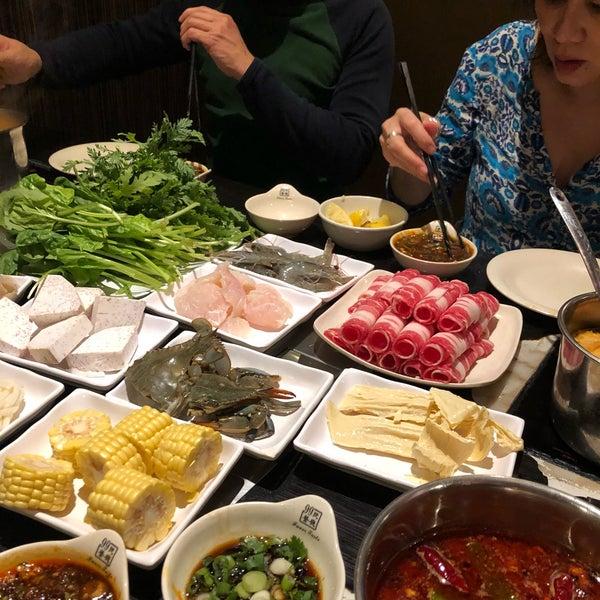 Foto diambil di 99 Favor Taste 99號餐廳 oleh Kim P. pada 3/31/2019