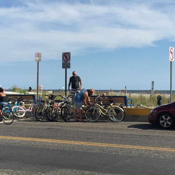 Foto tomada en Cabanas Beach Bar and Grill por John M. el 9/7/2015