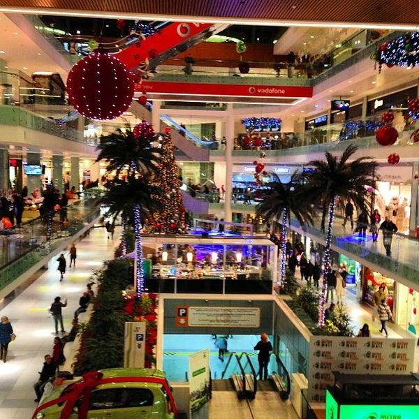 รูปภาพถ่ายที่ Athens Metro Mall โดย 🌟 Stelini เมื่อ 12/19/2012