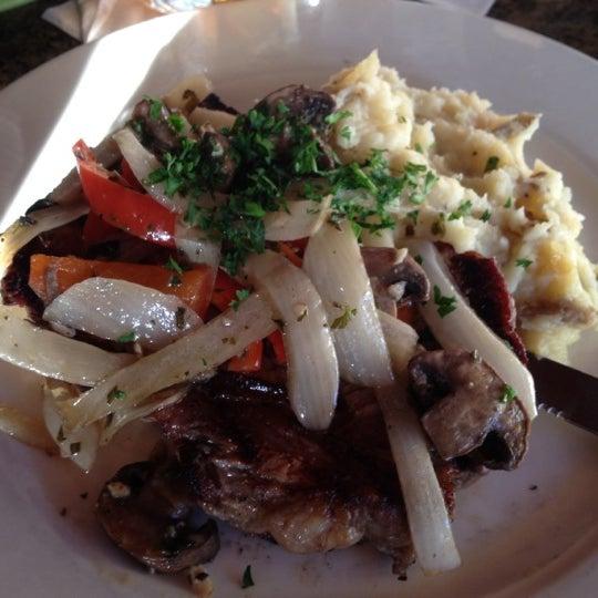 Foto scattata a Ryan's Grill da Korean K. il 9/16/2012