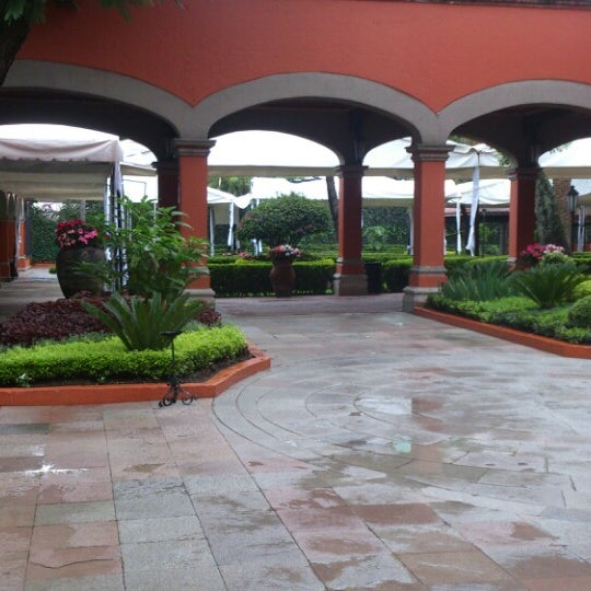 รูปภาพถ่ายที่ Hacienda de Los Morales โดย Emersson D. เมื่อ 9/15/2013