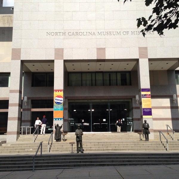 รูปภาพถ่ายที่ North Carolina Museum of History โดย Kari R. เมื่อ 6/18/2013