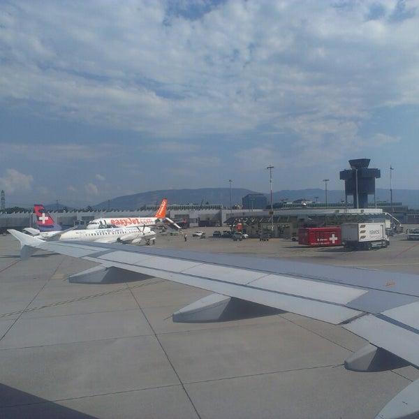 Photo prise au Aéroport de Genève Cointrin (GVA) par Andy R. le7/26/2013