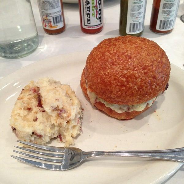 Снимок сделан в Southport Grocery & Cafe пользователем Jennifer H. 7/1/2013