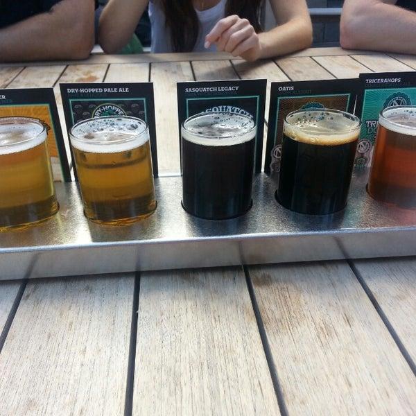 รูปภาพถ่ายที่ Ninkasi Brewing Tasting Room โดย Melissa M. เมื่อ 7/27/2014