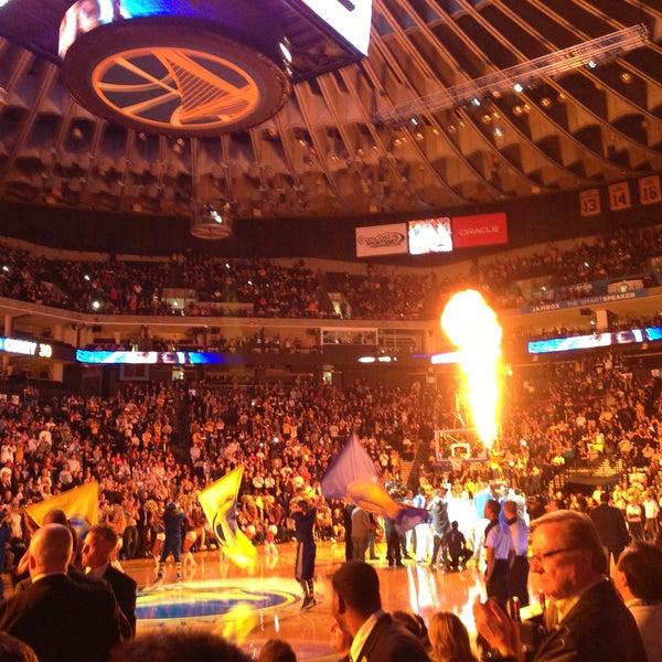 รูปภาพถ่ายที่ Oakland Arena โดย Stephen G. เมื่อ 4/16/2013