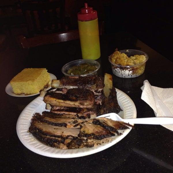 9/26/2014에 George L P.님이 The Wood Pit Barbecue에서 찍은 사진