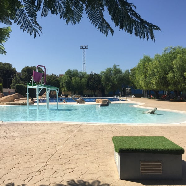 Piscina municipal de verano piscina en quart de poblet for Piscina quart de poblet cubierta