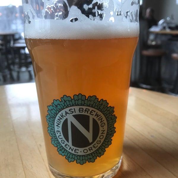 รูปภาพถ่ายที่ Ninkasi Brewing Tasting Room โดย Terry P. เมื่อ 3/6/2019