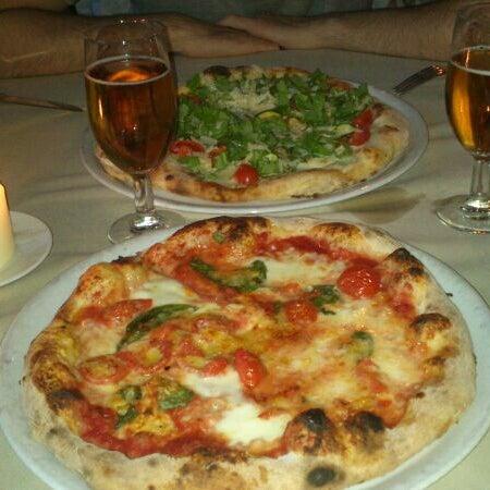รูปภาพถ่ายที่ Catullo - Ristorante Pizzeria โดย Cristina C. เมื่อ 4/12/2014