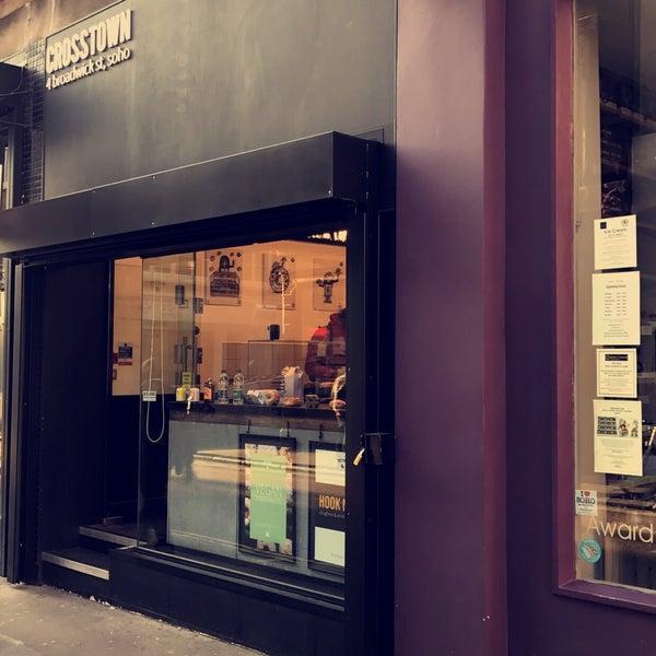 Foto diambil di Crosstown Doughnuts & Coffee oleh Abdullah I. pada 10/10/2018