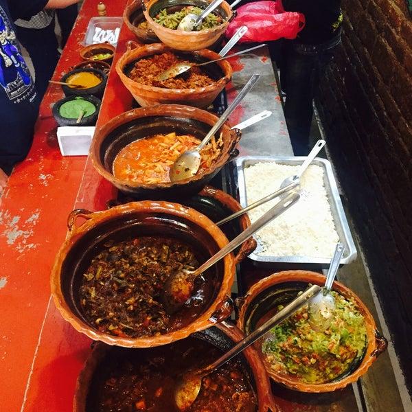 รูปภาพถ่ายที่ Tacos Gus โดย Anabel F. เมื่อ 2/2/2017