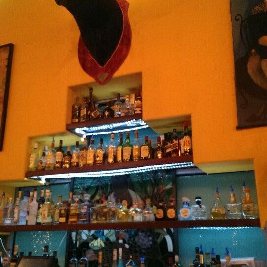 Das Foto wurde bei Mi Pueblito Restaurant Bar & Grill von Nicolle N. am 12/24/2013 aufgenommen