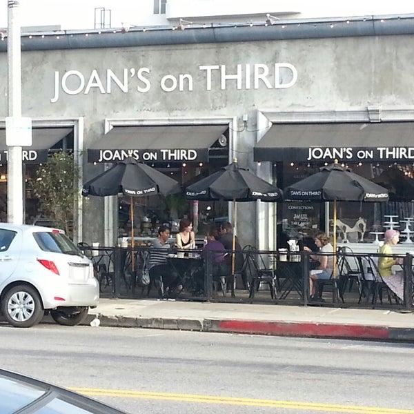 Photo prise au Joan's on Third par Jamie F. le6/10/2013