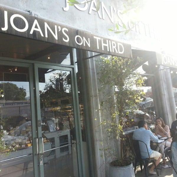 Photo prise au Joan's on Third par Jamie F. le6/3/2013