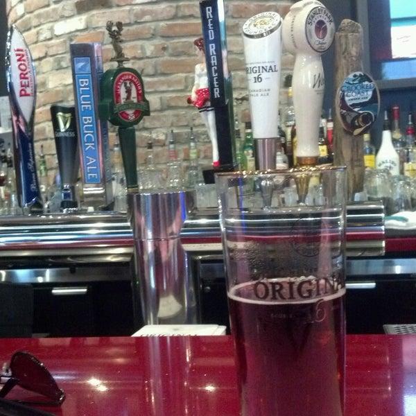 Foto tomada en Red Card Sports Bar por Mickey S. el 6/24/2013