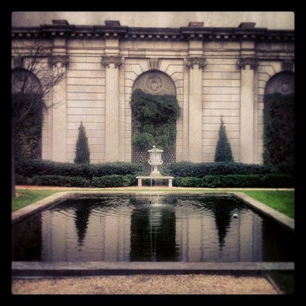 12/16/2012 tarihinde Mandi W.ziyaretçi tarafından The Frick Collection'de çekilen fotoğraf
