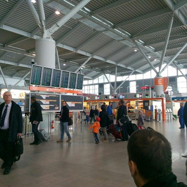 9/18/2013에 Natasha M.님이 바르샤바 쇼팽 공항 (WAW)에서 찍은 사진