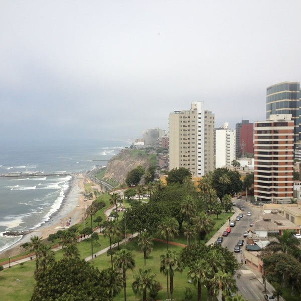 Foto diambil di Belmond Miraflores Park oleh Roberto V. pada 12/30/2012
