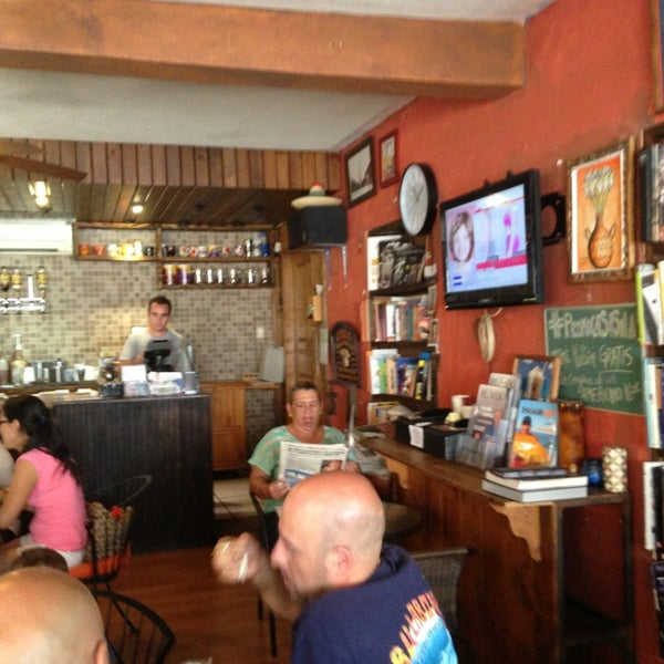Снимок сделан в Casasola Café & Brunch пользователем Saul R. 7/27/2013