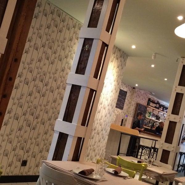 Foto diambil di El Apartamento oleh Silvia M. pada 7/23/2014