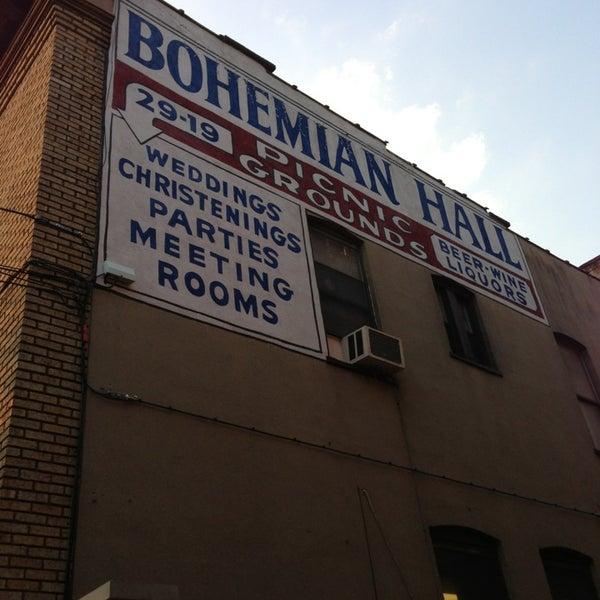7/19/2013 tarihinde Jenny D.ziyaretçi tarafından Bohemian Hall & Beer Garden'de çekilen fotoğraf