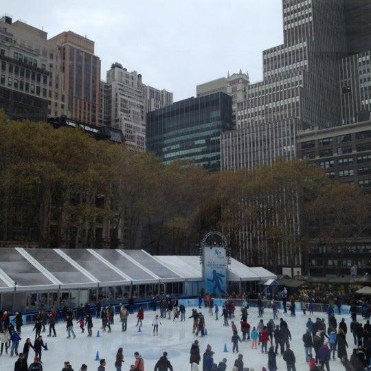 Foto tomada en Celsius at Bryant Park por Vanessa el 12/1/2012