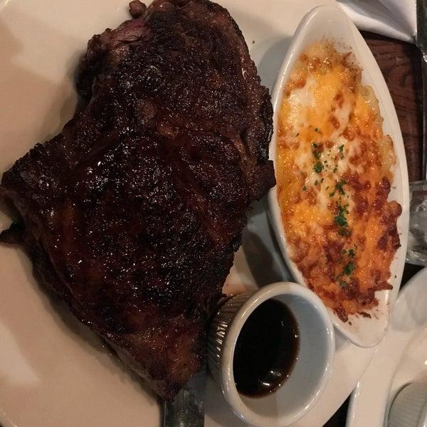 Foto diambil di Cool River Cafe oleh Food Daddy pada 11/10/2017
