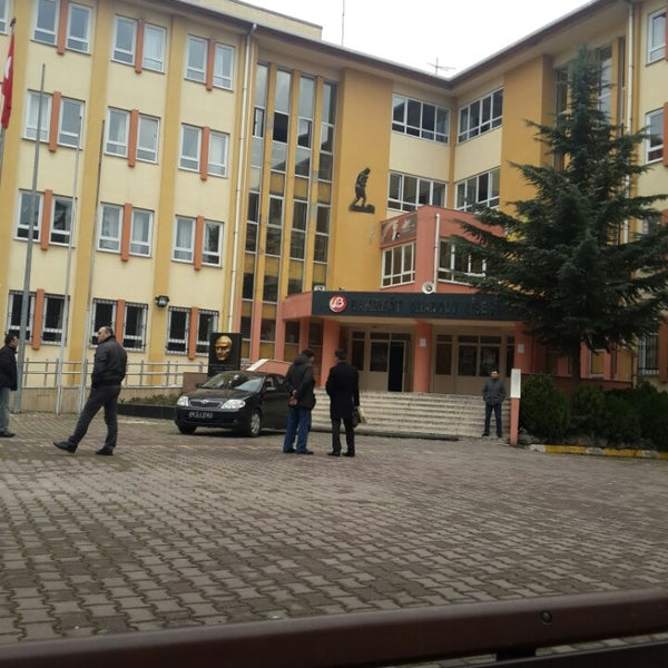 Bakırköy Anadolu Lisesi Yeni Mahalle 3460 Ziyaretçidan 5 Tavsiye
