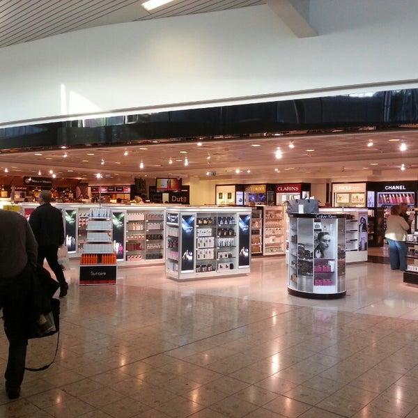 Das Foto wurde bei Edinburgh Airport (EDI) von Yulik F. am 9/29/2013 aufgenommen