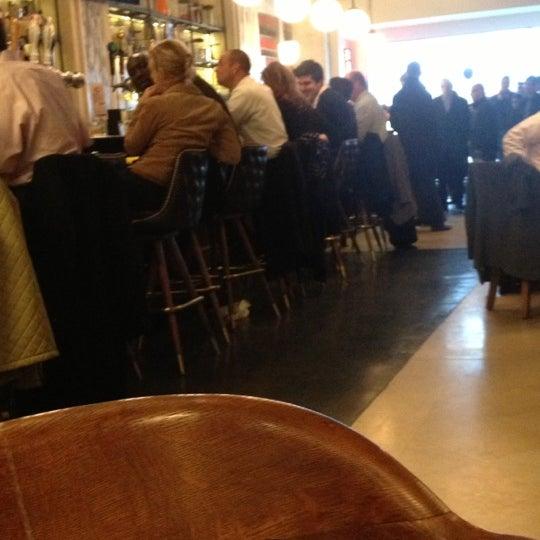 Foto tirada no(a) LT Bar & Grill por Steve A. em 11/21/2012