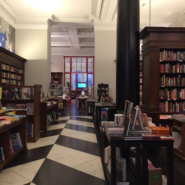 Снимок сделан в Rizzoli Bookstore пользователем Seth F. 8/6/2017