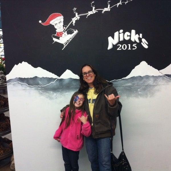 Foto tirada no(a) Nick's Garden Center & Farm Market por Denise W. em 12/12/2015