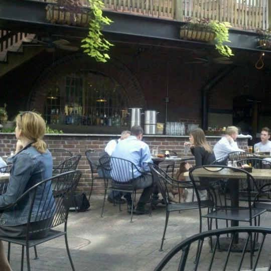 Das Foto wurde bei Square One Brewery & Distillery von john h. am 9/25/2012 aufgenommen
