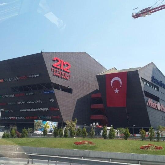 Foto tirada no(a) 212 İstanbul Power Outlet por Yusuf Can Y. em 8/30/2013