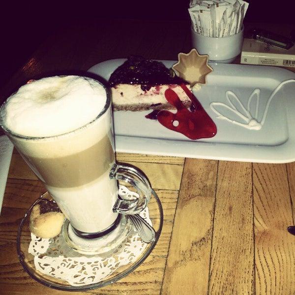 Снимок сделан в Hobby Cafe пользователем MrDMrC w. 10/5/2012